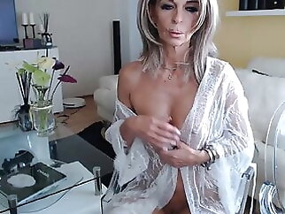 Sexy grandma in sex chat 2 fingering webcam